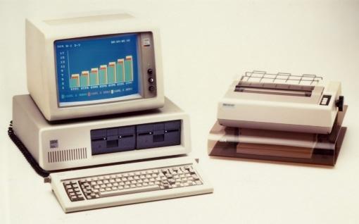 IBM PC 5150 mit Drucker in Farbe; Quelle: IBM (Pressemappe)